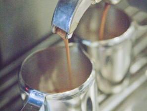 Příprava espressa pro Latte Macchiato